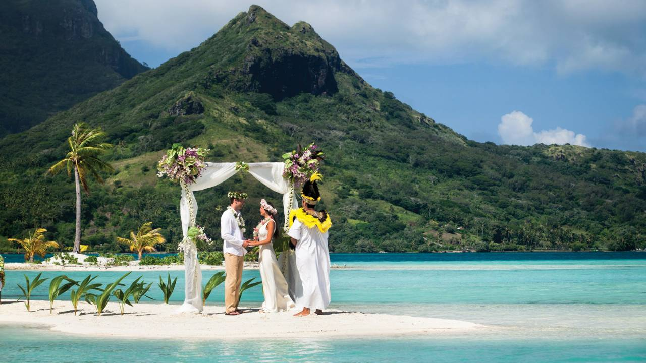 10 best beach wedding destinations in the world for Best wedding honeymoon destinations